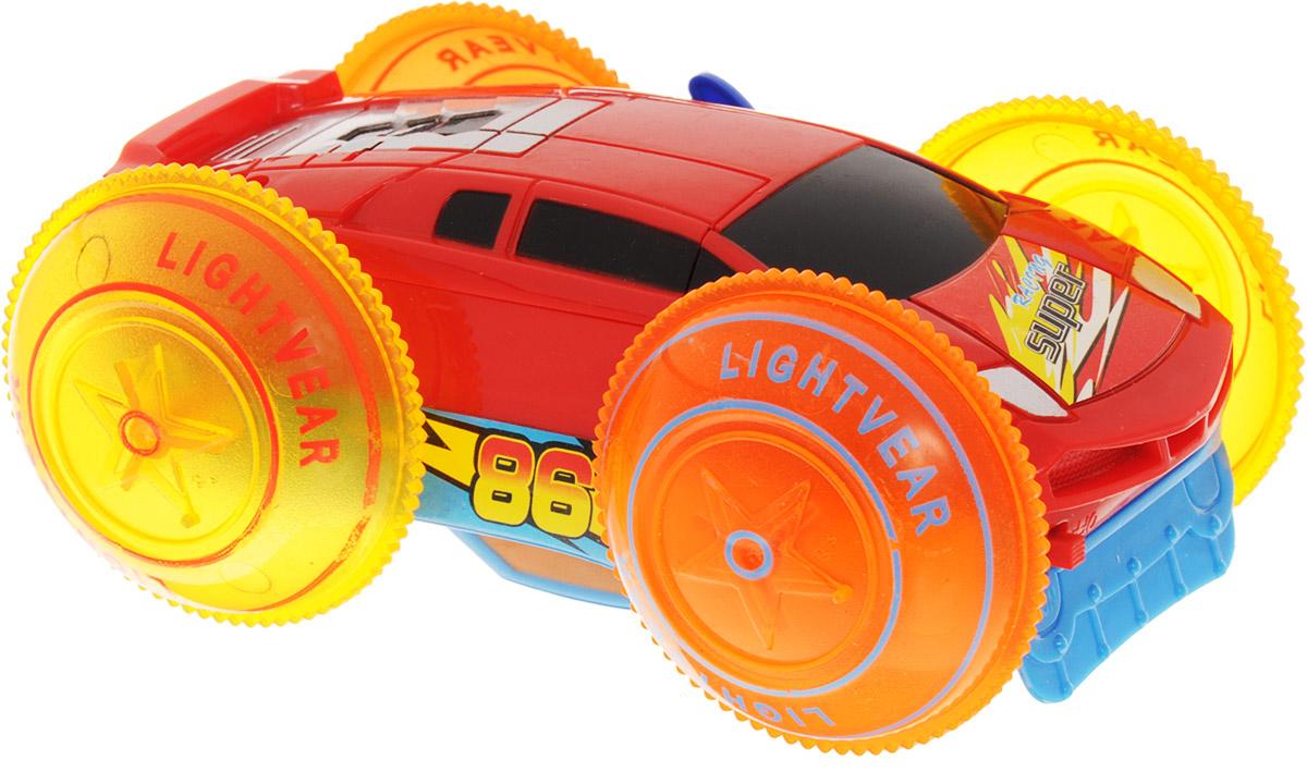Играем вместе Машина-перевертышB877621-RМашина-перевертыш Играем вместе - яркая и разноцветная игрушка, которая моментально привлечет к себе внимание. Элементы машинки декорированы разноцветными стикерами с надписями и номерами. Игрушка оснащена эффектом подсветки, также она умеет разворачиваться на 180 градусов. Машинка выполнена из качественного и безопасного материала. Необходимо купить 4 батарейки напряжением 1,5V типа ААА (не входят в комплект).