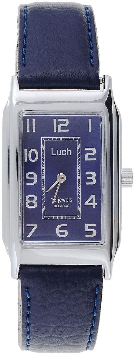 Часы наручные женские Луч, цвет: серебристый, темно-синий. 7557118075571180_серебристый, синийНаручные женские часы Луч оснащены пружинным механизмом. Корпус часов изготовлен из металла с хромовым покрытием. Циферблат прямоугольной формы оснащен арабскими цифрам и двумя стрелками - часовой и минутной. Защищен циферблат органическим стеклом. Ремешок выполнен из натуральной кожи с тиснением под рептилию и дополнен удобной металлической пряжкой, которая позволит легко снимать и надевать часы без лишних усилий Изделие упаковано в стильную фирменную коробку. Часы Луч подчеркнут изящность женской руки и отменное чувство стиля у их обладательницы.