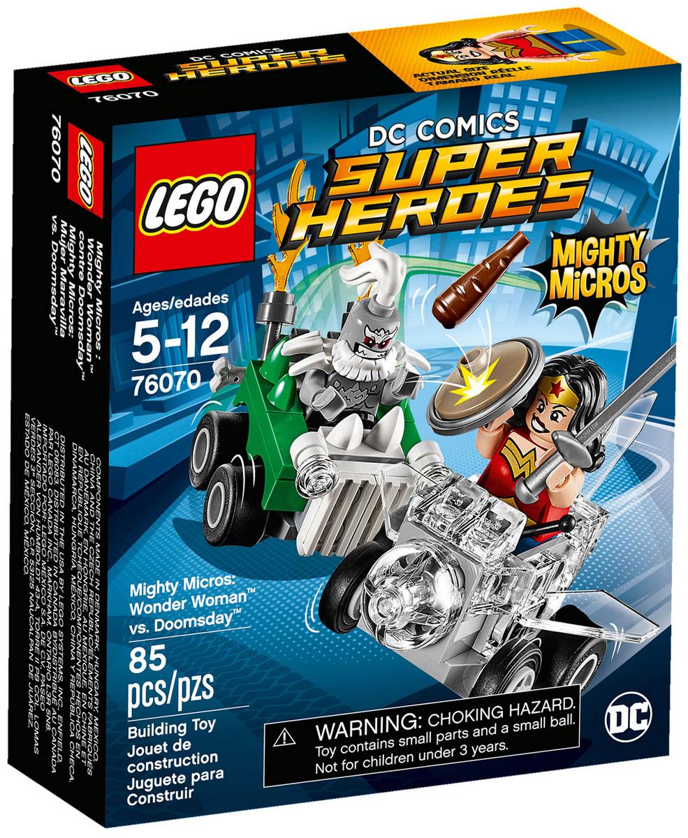 LEGO Super Heroes Конструктор Mighty Micros Чудо-женщина против Думсдэя 7607076070Думсдэй уже завел двигатель своего автомобиля и готовится к атаке. Смотри, как Чудо-женщина наносит ответный удар волшебным мечом и щитом, кружа над злодеем в своем Невидимом самолёте!