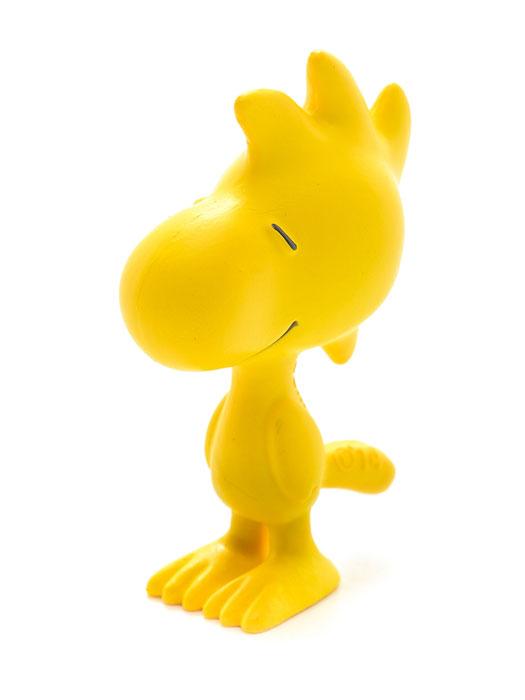 Schleich Фигурка Вудсток22012Очаровательная фигурка Вудстока от знаменитого немецкого производителя Schleich придется по душе вашему ребенку! Внешность Вудстока приведена в соответствие с внешностью этого персонажа в комиксах. Маленькая желтая птичка является лучшим другом и одновременно секретарем Снупи. К сожалению, Вудсток не очень хорошо летает и часто приземляется в миску с водой Снупи. Новые фигурки животных и вымышленных персонажей от Schleich обязательно порадуют всех любителей знаменитого мультфильма и разнообразят игру вашего ребенка. Прекрасно выполненные фигурки Шляйх отличаются высочайшим качеством игрушек ручной работы. Каждая фигурка разработана с учетом исследований в области педагогики и производится как настоящее произведение для маленьких детских ручек. Сюжетно-ролевые игры с фигурками развивают фантазию и воображение ребенка. Размер фигурки: 3,3х1,8х4,6 см.