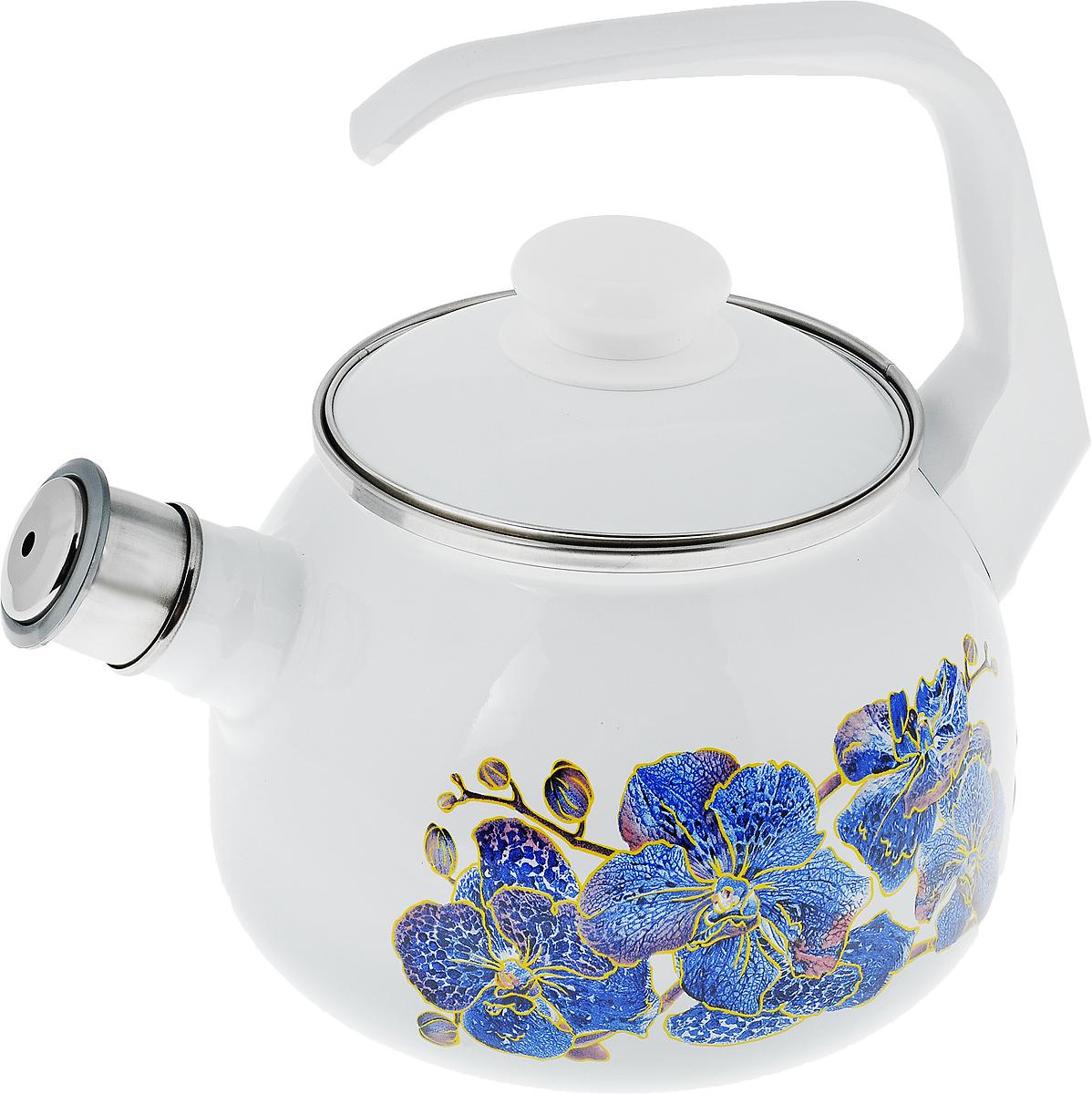 Чайник эмалированный Лысьвенские эмали Орхидея, со свистком, 2,5 лС-2711АП/4_орхидеяЧайник Лысьвенские эмали Орхидея выполнен из высококачественной стали, покрытой эмалью. Такое покрытие защищает сталь от коррозии, придает посуде гладкую стекловидную поверхность и надежно защищает от кислот и щелочей. Носик чайника оснащен свистком, звуковой сигнал которого подскажет, когда закипит вода. Чайник оснащен фиксированной ручкой из пластика и крышкой, которая плотно прилегает к краю. Внешние стенки декорированы красочным изображением цветов. Эстетичный и функциональный чайник будет оригинально смотреться в любом интерьере. Подходит для газовых, электрических, стеклокерамических и индукционных плит. Можно мыть в посудомоечной машине. Диаметр (по верхнему краю): 13,5 см. Высота чайника (с учетом ручки): 23 см. Высота чайника (без учета ручки и крышки): 14 см.