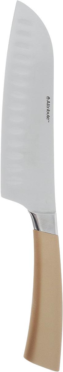 Нож сантоку Attribute Knife Tango, цвет: золотой, стальной, длина лезвия 16,3 смAKT318Нож сантоку Attribute Knife Tango изготовлен из первоклассной нержавеющей стали и предназначен для нарезки рыбы, мяса и других жилистых продуктов, также идеально годится для измельчения овощей и фруктов на рагу, суп, салат или другие закуски. Лезвие сделано из высококачественной хромо- молибденово-ванадиевой стали из Германии. Технология холодной закалки обеспечивает долгую заточку и повышенную устойчивость к коррозии. Такой нож станет прекрасным дополнением к коллекции ваших кухонных аксессуаров и не займет много места при хранении. Общая длина ножа: 31 см.