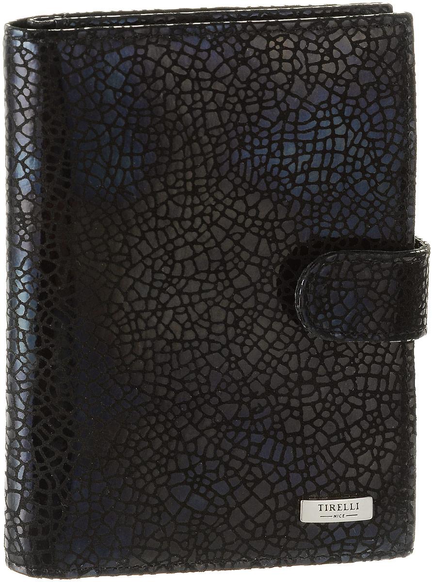 Обложка для автодокументов женская Tirelli Ночное небо, цвет: черный. 15-331-3015-331-30Женская обложка для автодокументов Tirelli Ночное небо выполнена из натуральной кожи. Изделие раскладывается пополам и закрывается на хлястик с кнопкой. Обложка содержит съемный блок из шести прозрачных файлов из мягкого пластика, один из которых формата А5, три боковых кармана, четыре прорезных кармана для пластиковых карт и отделение для паспорта с боковыми сетчатыми карманами для фиксации. Изделие упаковано в фирменную коробку. Модная обложка для автодокументов поможет сохранить их внешний вид и защитить от повреждений.
