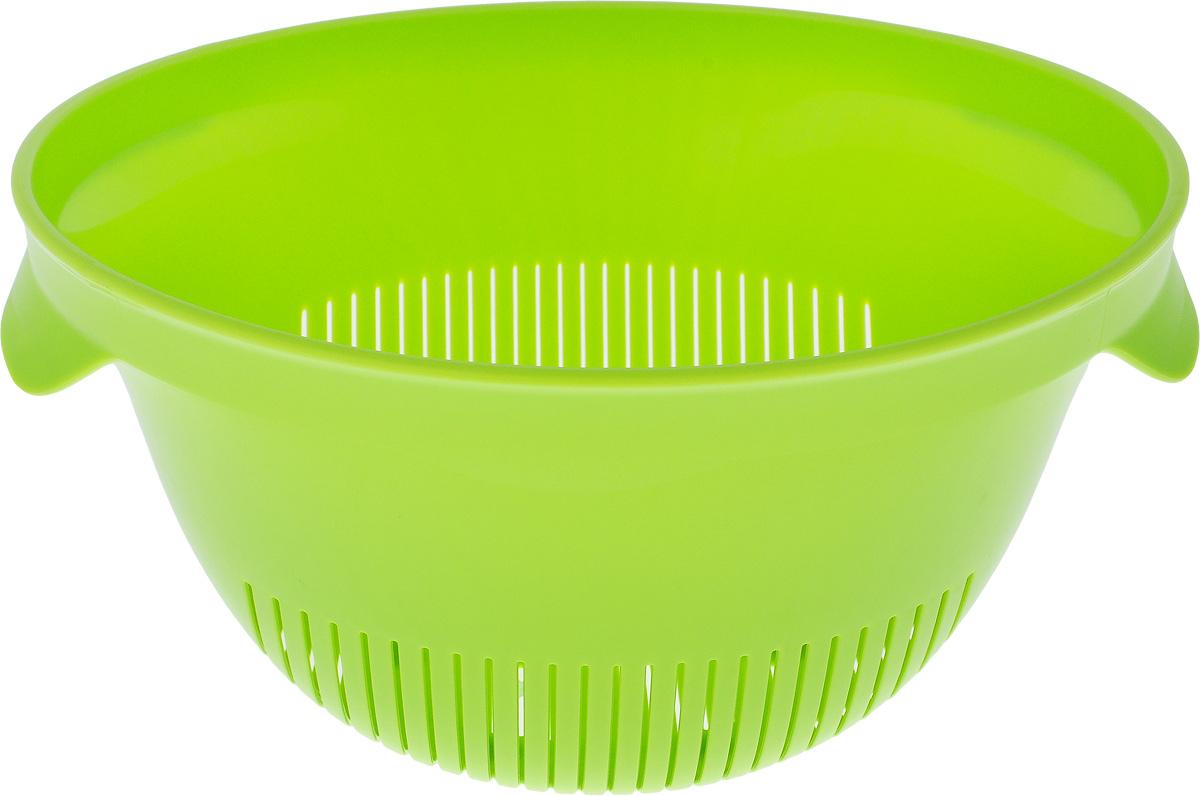 Дуршлаг Curver Essentials, цвет: зеленый, диаметр 2400736-598-00Дуршлаг Curver Essentials выполнен из высококачественного цветного пластика и имеет круглую форму с отверстиями на дне и на стенках. Дуршлаг оснащен двумя ручками по бокам и предназначен для слива воды и мытья продуктов питания. Прорезиненное основание предотвращает скольжение дуршлага по столу. Дуршлаг Curver Essentials станет незаменимым атрибутом на кухне каждой хозяйки. Диаметр (по-верхнему краю): 24 см. Высота стенок: 13 см.