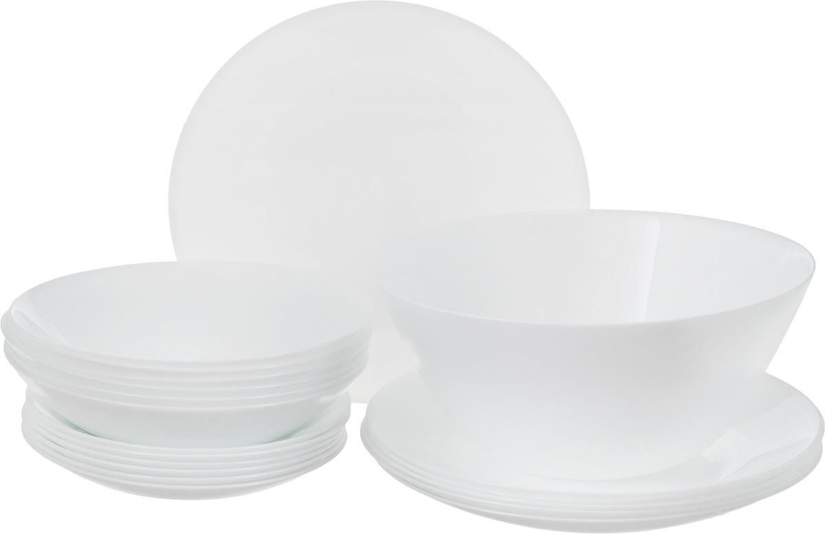Столовый набор Arcopal Zelie, 19 предметовL4123Столовый набор Arcopal Zelie состоит из 6 суповых тарелок, 6 обеденных тарелок, 6 десертных тарелок и салатника. Изделия выполнены из ударопрочного стекла, с однотонным дизайном и классической круглой формой. Посуда отличается прочностью, гигиеничностью и долгим сроком службы, она устойчива к появлению царапин и резким перепадам температур. Такой набор прекрасно подойдет как для повседневного использования, так и для праздников или особенных случаев. Столовый набор Arcopal Zelie - это не только яркий и полезный подарок для родных и близких, это также великолепное дизайнерское решение для вашей кухни или столовой. Изделия можно мыть в посудомоечной машине и использовать в СВЧ-печи. Диаметр суповой тарелки: 19,5 см. Диаметр обеденной тарелки: 25 см. Диаметр десертной тарелки: 17,5 см. Диаметр салатника: 24 см. Высота стенки салатника: 10,5 см.