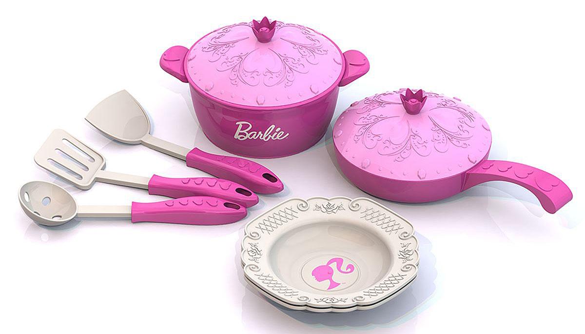 Нордпласт Игрушечный набор посуды Barbie 9 предметовН-637Набор посуды Нордпласт Barbie - это игрушечные кухонные принадлежности, которые дополнят и разнообразят игры ребенка. Все предметы выполнены в стиле знаменитой куколки Барби. С таким набором все игрушки всегда будут сыты, а резные тарелочки с кружевным узором и крышечки приведут в восторг любую маленькую хозяюшку. С этим набором посуды малышка сможет приготовить вкусный обед и накормить своих любимых куколок. Все предметы изготовлены из высокопрочного и качественного пластика. В наборе: кастрюля, сковорода, 2 крышки, 2 тарелки, 2 лопатки, ложка с дырочками. Набор посуды Нордпласт Barbie станет великолепным подарком для вашей малышки.