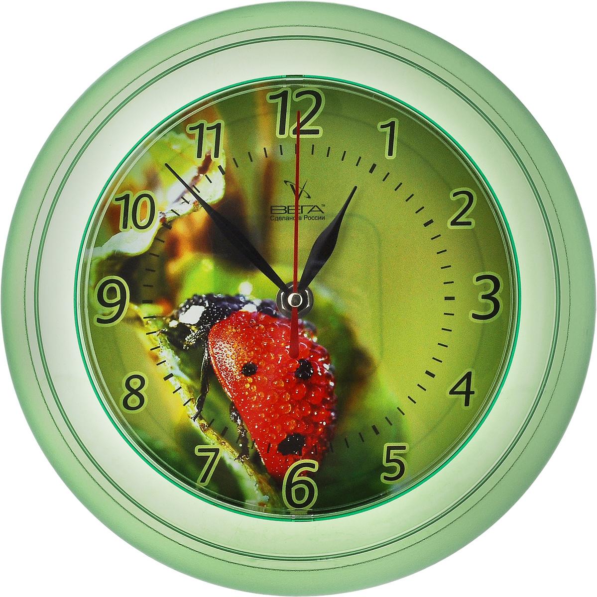 Часы настенные Вега Божья коровка, диаметр 22,5 смП6-3-2Настенные кварцевые часы Вега Божья коровка, изготовленные из пластика, прекрасно впишутся в интерьер вашего дома. Круглые часы имеют три стрелки: часовую, минутную и секундную, циферблат защищен прозрачным стеклом. Часы работают от 1 батарейки типа АА напряжением 1,5 В (не входит в комплект). Диаметр часов: 22,5 см.