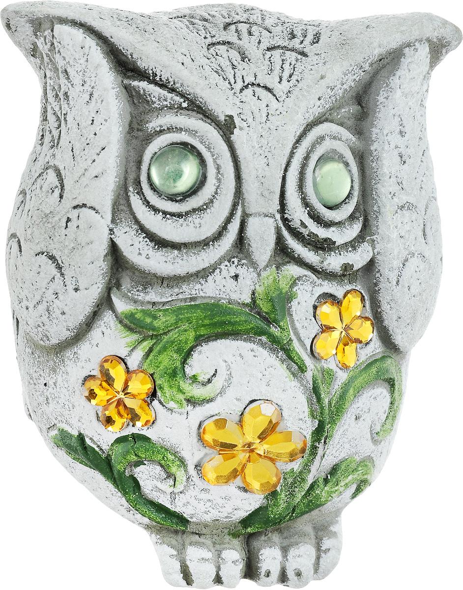 Фигурка декоративная Лилло Сова, цвет: серый, зеленый, желтый, высота 11 смFLY3214-2Декоративная фигурка Сова станет необычным аксессуаром для вашего интерьера и создаст незабываемую атмосферу. Фигурка изготовлена из керамики в виде миниатюрной совы. Эта очаровательная вещь послужит отличным подарком близкому человеку, родственнику или другу, а также подарит приятные мгновения и окунет вас в лучшие воспоминания.
