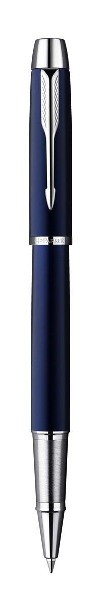 Parker Ручка-роллер IM Blue CT чернаяC23696 (PARKER-S0856380)Ручка-роллер Parker IM Blue CT - это идеальный инструмент для письма. Материал ручки - ювелирная латунь с покрытием лаком синего цвета. Детали дизайна корпуса и колпачка ручки хромированные. Для заправки ручки роллер рекомендуется использовать стержни Parker капиллярные Z 01. В ручке используются стандартные стержни-роллеры Parker, в комплект поставки входит один стержень с черными чернилами. Данный пишущий инструмент поставляется в фирменной подарочной коробке премиум-класса, что делает его превосходным подарком. В комплекте имеется гарантийный талон с международной гарантией.