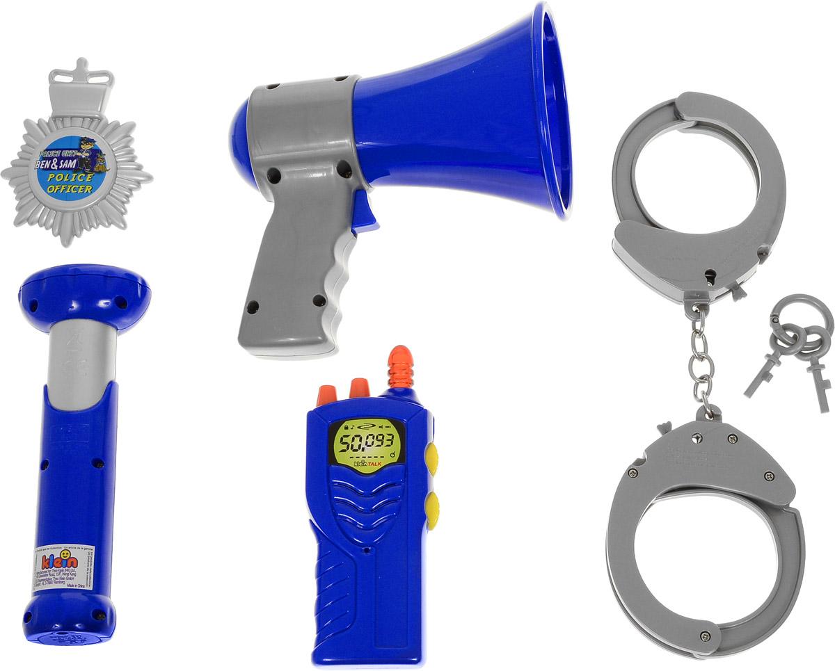 Klein Игрушечный набор полицейского8874Игрушечный набор полицейского Klein содержит все необходимое для того, чтобы мгновенно перевоплотиться в стража закона. В удобном пластиковом кейсе с прозрачной крышкой вы найдете: наручники (закрываются на ключ), ключи от наручников и жетон. Все детали набора выполнены из высококачественного пластика. Игрушки детально проработаны, выглядят реалистично и ярко. Для работы фонарика необходимо купить 2 батарейки напряжением 1,5V типа АА (не входят в комплект).
