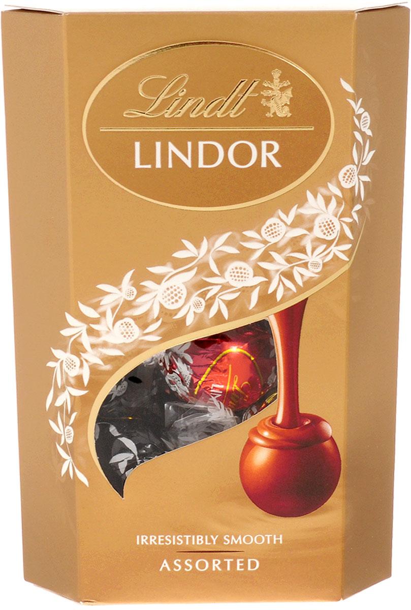 Lindt Lindor шоколадные конфеты ассорти, 200 г7610400071703Lindor Ассорти - это коллекция из четырех великолепных вкусов нежнейших шоколадных конфет Lindor, которая точно не оставит вас равнодушными. Состав набора: Конфеты из нежнейшего молочного шоколада с тающей кремовой начинкой Конфеты из нежнейшего белого шоколада с тающей кремовой начинкой Конфеты из нежнейшего горького шоколада 60% какао с тающей начинкой Конфеты из нежнейшего молочного шоколада с кусочками фундука и тающей кремовой начинкой Уважаемые клиенты! Обращаем ваше внимание, что полный перечень состава продукта представлен на дополнительном изображении.
