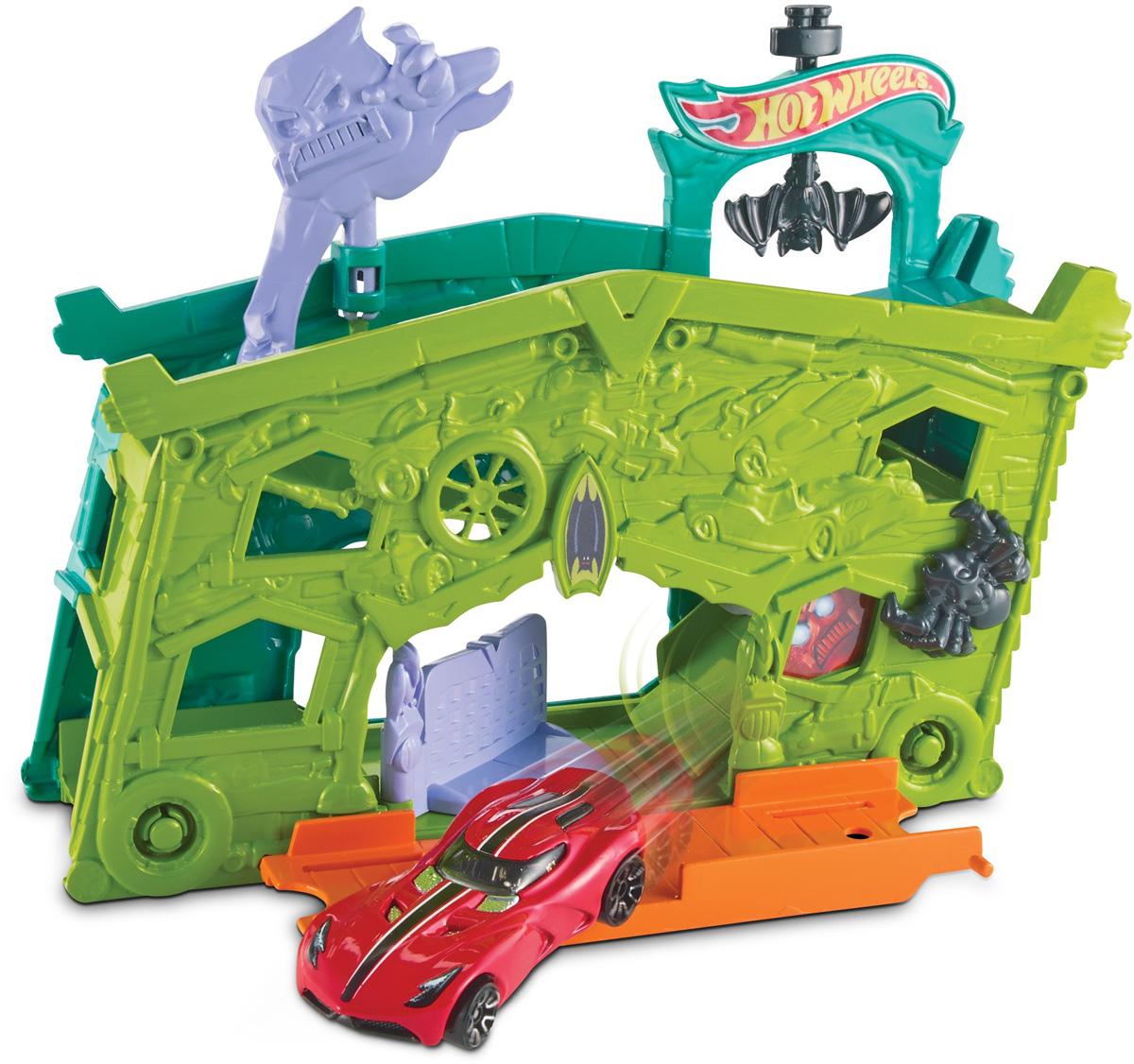 Hot Wheels Игровой набор Призрачный гаражDWK99_DWL03Игровой набор Hot Wheels Призрачный гараж привлечет внимание вашего ребенка и не позволит ему скучать. В набор входят элементы для сборки части трека вместе с гаражом, населенным призраками. В наборе также машинка Hot Wheels. Ворота гаража открываются, пандус опускается, колеса машинки свободно вращаются. Любой набор можно соединить с другим трековым набором Hot Wheels. Дети могут коллекционировать наборы и соединять их друг с другом - веселье будет бесконечным! Порадуйте вашего ребенка таким замечательным подарком!