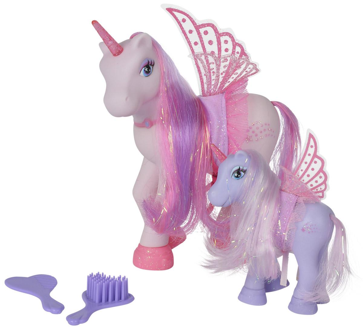 Simba Набор фигурок Сказочные пони-феи цвет светло-фиолетовый светло-розовый 2 шт5945234_светло-фиолетовый, светло-розовыйНабор фигурок Simba Сказочные пони-феи понравится любой малышке, особенно если она любит играть с единорогами. В набор входят две фигурки единорогов-фей - сказочный единорог мама и ее детеныш. Единороги имеют крылья, а также длинные шелковистые гривы, которые можно расчесывать (в набор входят две расчески), создавая разнообразные прически. На пони надеты стильные накидки с оборками.