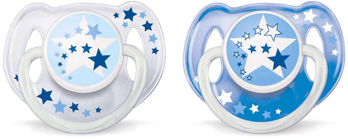Philips Avent Пустышка силиконовая от 6 до 18 месяцев цвет прозрачный синий 2 шт SCF176/22SCF176/22Силиконовая пустышка Philips Avent помогает удовлетворить естественную потребность в сосании, а также тренирует мышцы губ, языка и челюсти, что играет важную роль в развитии речи и способности пережевывать пищу. Силикон не обладает вкусом и запахом, что делает этот материал наиболее приемлемым для младенца. Симметричная мягкая соска пустышки учитывает естественное строение и развитие неба, зубов и десен младенца. Защелкивающийся защитный колпачок предназначен для гигиеничного хранения стерилизованных пустышек, а кольцо, которое светится в темноте обеспечит более удобное вынимание пустышки. В комплекте 2 пустышки с колпачками. Не содержит бисфенол А.