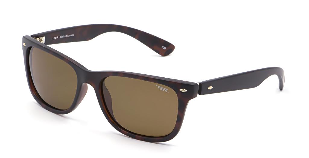 Очки поляризационные Legna, цвет: коричневый. S8501DS8501DСолнцезащитные очки LEGNA с поляризационными линзами превосходно предохраняют глаза от любого рода вредных бликов и УФ-лучей, что делает вождение безопасным и комфортным. Также очки LEGNA ничем не уступают самым известным маркам и брендам в эстетической части. Благодаря линзам премиум класса очки LEGNA прекрасно подходят для повседневной носки, занятий спортом, отдыха и конечно для использования за рулем.