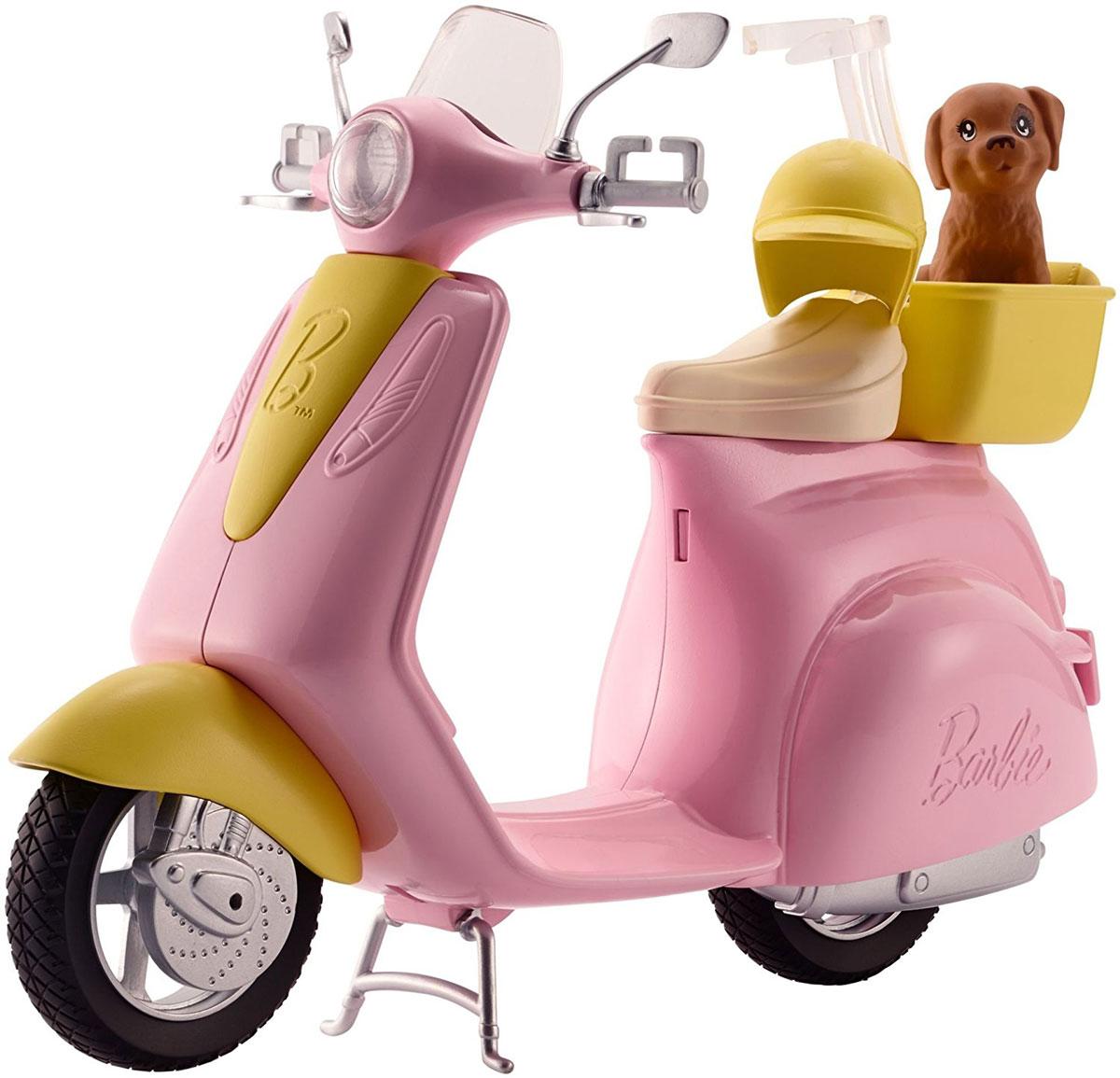 Barbie Мопед для куклыDVX56Вперед к веселью на мопеде Barbie! В комплекте домашний питомец, готовый к прогулке! Розово-желтый корпус делают этот мопед невероятно стильным. Посадите куклу Barbie (продается отдельно) на сиденье и специальная застежка удержит ее на мопеде. Поднимите ножку-опору и отправляйтесь навстречу приключениям. Возьмите с собой щенка, усадив его в желтую корзину сзади, а желтый шлем сделает поездку безопасной. Отправляйтесь на прогулку или вперед навстречу приключениям!