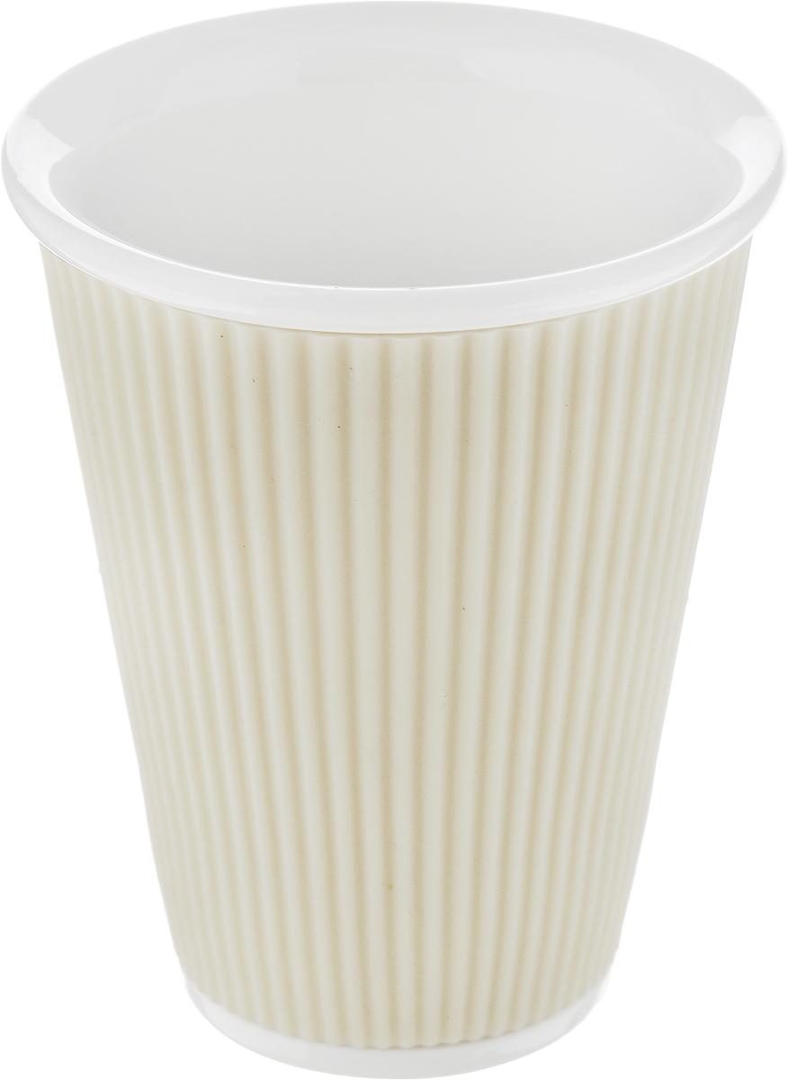 Чашка Les Artistes-Paris Ondules, цвет: белый, 300 млA-0753Чашка Les Artistes-Paris Ondules изготовлена из высококачественного фарфора. Она имеет силиконовую вставку для лучшего захвата. Изящная чашка не только красиво оформит стол к чаепитию, но и станет прекрасным подарком друзьям и близким. Объем чашки: 300 мл. Диаметр чашки (по верхнему краю): 9 см. Высота чашки: 11 см.