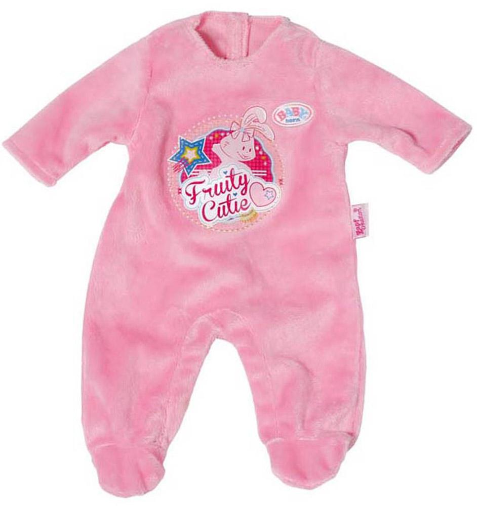 Baby Born Комбинезон для куклы цвет розовый822-128_розовыйКомбинезон для куклы Baby Born разнообразит игры вашей малышки. Комбинезон выполнен из мягкого текстильного материала розового цвета. Передняя часть изделия оформлена забавной термоаппликацией и овальной нашивкой с названием бренда. Сзади комбинезон застегивается на липучки. Комбинезон поставляется вместе с оригинальной вешалкой, поэтому у маленькой мамы не будет забот, как его хранить. Подходит кукле высотой 43 см.