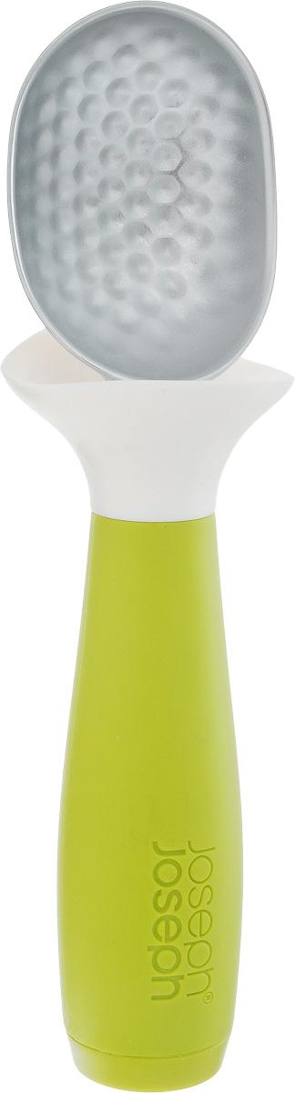 Ложка для мороженого Joseph Joseph Dimple, с защитой от капель, цвет: зеленый, белый, длина 18 см20046Ложка для мороженого Joseph Joseph Dimple позволяет минимизировать беспорядок при сервировке. Рабочая поверхность изготовлена из цинкового сплава с граненой поверхностью, так ложка легко зачерпнет даже затвердевшее мороженое. Плоская на конце утяжеленная рукоятка позволяет устанавливать ложку в вертикальном положении, что гораздо удобнее, чем класть ее прямо на рабочую поверхность. Гибкий силиконовый воротник поймает каждую подтаявшую каплю, благодаря чему руки и поверхность остаются в чистоте. Можно мыть в посудомоечной машине. Общая длина ложки: 18 см. Размер рабочей поверхности: 6,3 х 4,6 х 2,7 см.