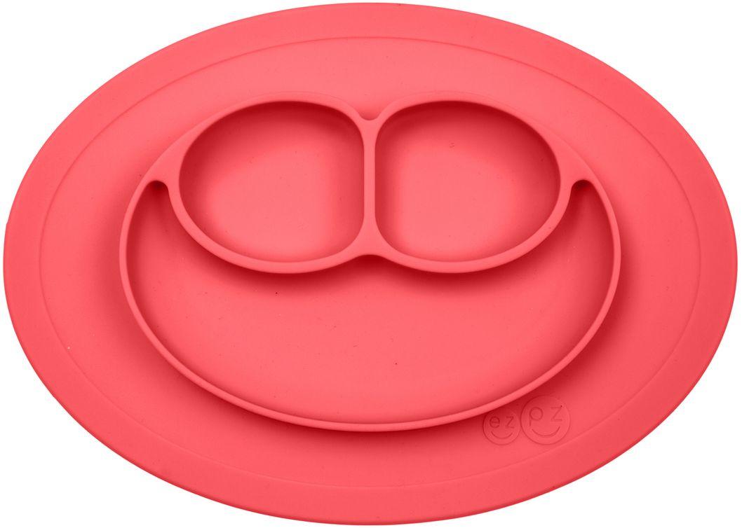 Ezpz Тарелка детская Mini Mat цвет коралловыйPCMMC004Ezpz Mini Mat - уменьшенная версия тарелочки-плейсмата Happy Mat. Предназначена для столиков для кормления и использования в поездках. Рекомендована для малышей от 4 месяцев. Тарелка тоньше, легче и компактнее, чем Happy Mat, но обладает теми же отличительными чертами: присасывается к столу, чтобы ребенок не смог ее перевернуть; подходит для микроволновки и посудомоечной машины; улыбается и вызывает у детей улыбку. Вмещает 240 мл. У тарелочки также есть удобный чехольчик с ручками, который легко можно взять с собой. Тарелка разработана и запатентована в США. Идея создания удобной безопасной посуды для детей принадлежит многодетной маме, которая как никто другой знает, как сложно уследить за детками во время еды и сохранить при этом чистоту и порядок. Благодаря такой тарелочке прием пищи становится веселым и безопасным, а кухня остается чистой и опрятной.