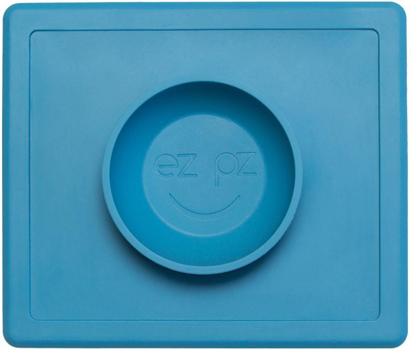 Ezpz Тарелка детская Happy Bowl цвет голубойPKHBB003Ezpz Happy Bowl - силиконовая тарелка-плейсмат, которую невозможно перевернуть. Чаша высотой почти 4 см и объемом 240 мл идеально подходит для завтраков и обедов. Область плейсмата не дает ребенку испачкать стол. Тарелка изготовлена из силикона высочайшего качества и абсолютно безопасна. Не имеет липучек или присосок - фиксация происходит на любой ровной горизонтальной поверхности за счет плоской, гладкой поверхности тарелочки - мата. Подходит для использования в микроволновке и посудомоечной машине. Выглядит как улыбающаяся рожица, что очень нравится детям и их мамам. Тарелка разработана и запатентована в США. Идея создания удобной, безопасной посуды для детей принадлежит многодетной маме, которая как никто другой знает, как сложно уследить за детками во время еды и сохранить при этом чистоту и порядок. Благодаря такой тарелочке прием пищи становится веселым и безопасным, а кухня остается чистой и опрятной.
