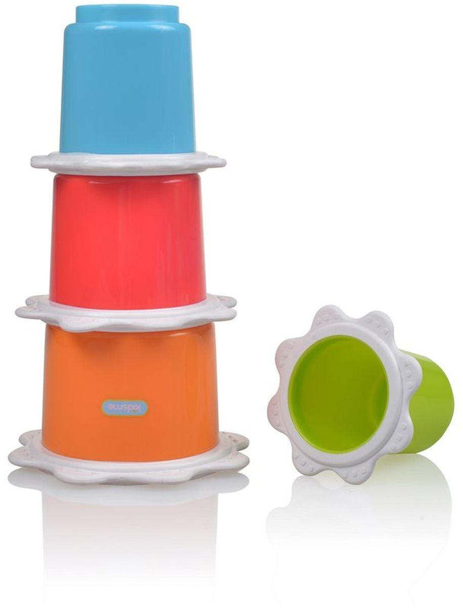 Kidsme Пирамидка Стаканчики9445Игрушка состоит из 4 многофункциональных ярких стаканчиков разного размера, которые складываются друг в друга или собираются в пирамидку. Играть со стаканчиками можно при купании, в песочнице или в комнате. Отверстия на дне позволяют прозеживать воду либо просеивать песок. - Мягкие края стаканчиков для прорезывания зубов; - Развивает координацию движений рук и тактильные навыки; - Тренирует зрительное восприятие, слух и логическое мышление. Обучающая игрушка сделана из качественных и безопасных для ребенка материалов: Polypropylen и TPR. Возраст: 6 месяцев