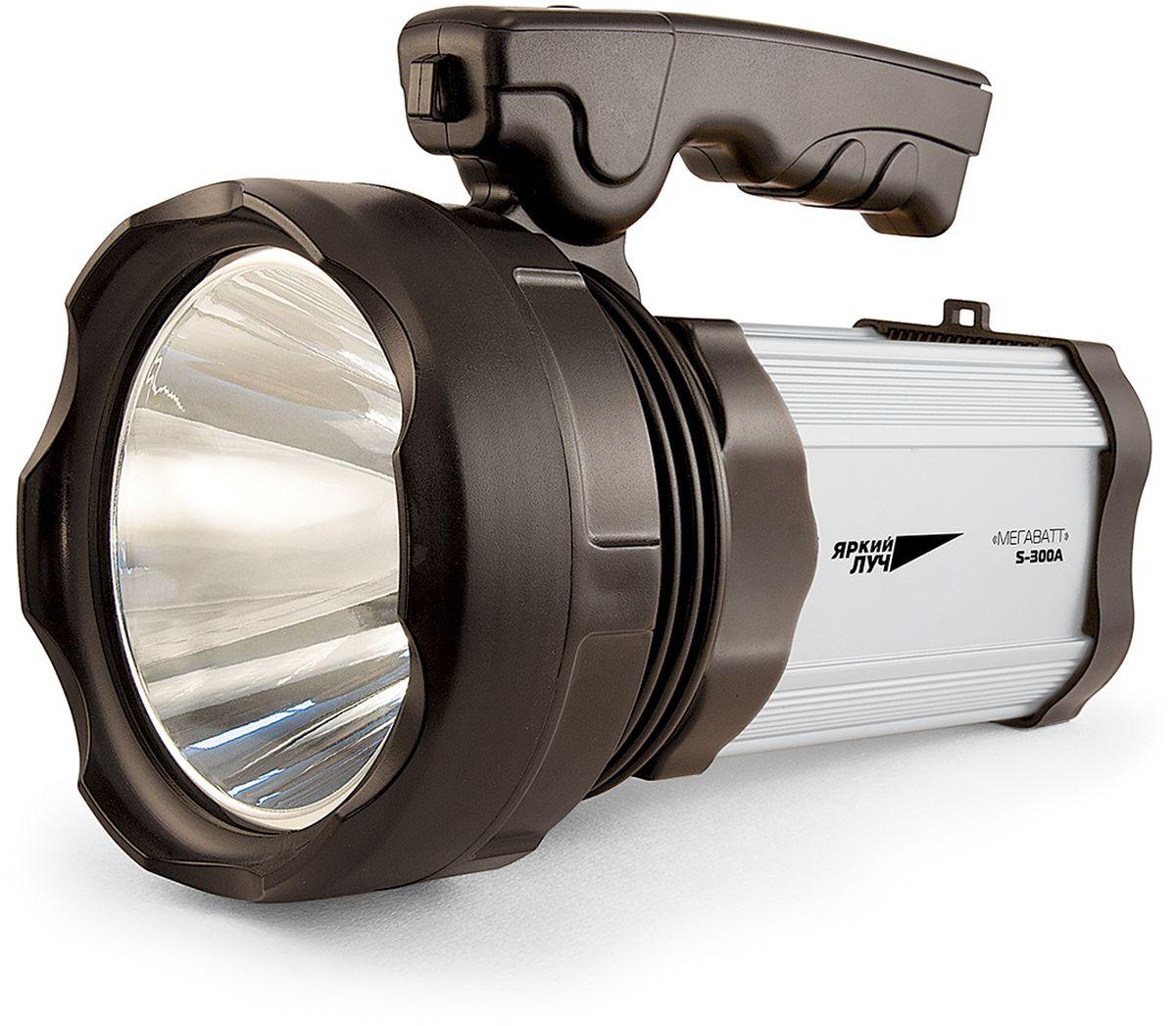 Фонарь ручной Яркий Луч S-300A. Мегаватт4606400105374Аккумуляторный светодиодный ФОНАРЬ Яркий Луч S-300A МЕГАВАТТ. ? Светодиод CREE XM-L мощностью 10 Ватт 300 лм обеспечивает направленный свет дальностью до 418 метров ? Два ярких СОВ светодиода суммарной мощностью 10 Ватт 450 лм на боковой поверхности для заливного света ? 3 режима работы CREE XM-L светодиода: 100%, 25% и мигающий ? 2 режима работы СОВ светодиодов: 100% и 25% ? Возможность USB-подзарядки телефонов, планшетов и пр. от аккумулятора фонаря ? Штатное зарядное устройство с индикатором заряда ? Удобная эргономичная ручка ? Продолжительная работа на кислотно-свинцовом аккумуляторе 4 В 7000 мАч (5 часов в режиме 100%) ? Материал корпуса: ABS-пластик и алюминий Светодиод CREE XM-L 10 Ватт 300 люмен. Аккумулятор: встроенный кислотно-свинцовый 4 В 7000 мАч. Три режима работы CREE XM-L светодиода: 100% (5 ч работы), 25% (20 ч работы) и мигающий. Два режима работы CОВ светодиодов: 100% (4.5 ч работы) и 25% (18 ч работы). В...