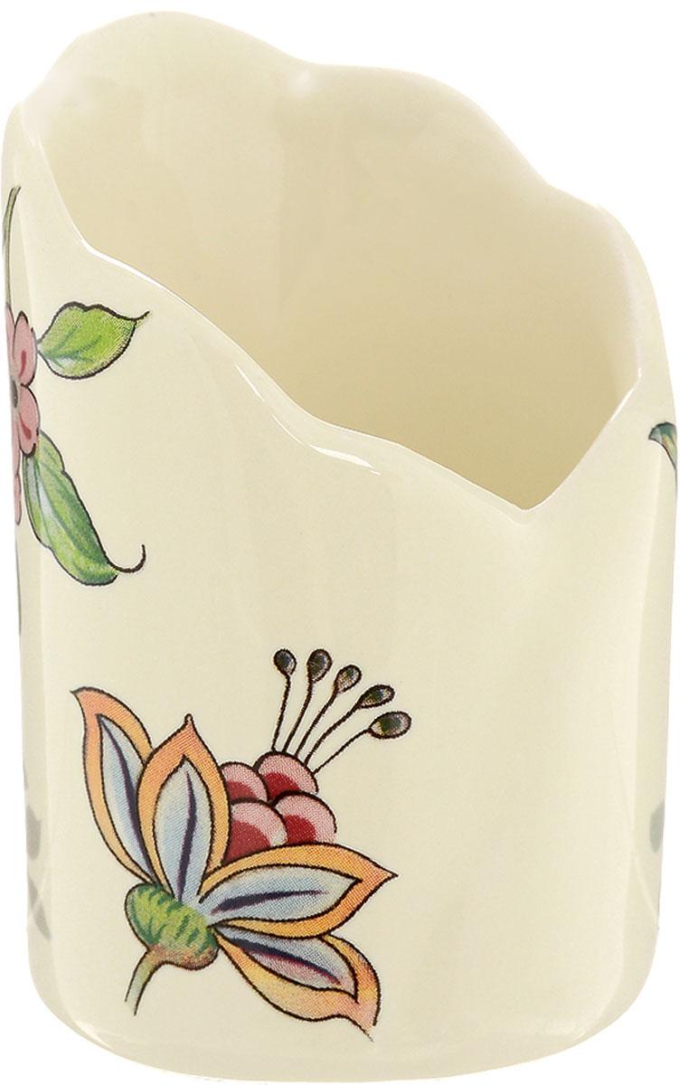 Подставка для зубочисток Nuova Cer Прованс, высота 8 смPRV-7407Подставка для зубочисток Nuova Cer, выполненная из высококачественной керамики, оформлена цветочным рисунком. Эксклюзивный дизайн, эстетичность и функциональность подставки сделают ее незаменимым аксессуаром на любой кухне. Прекрасно подойдет для сервировки праздничного стола. Изделие нельзя мыть в посудомоечной машине. Диаметр подставки: 5 см. Высота подставки: 8 см.