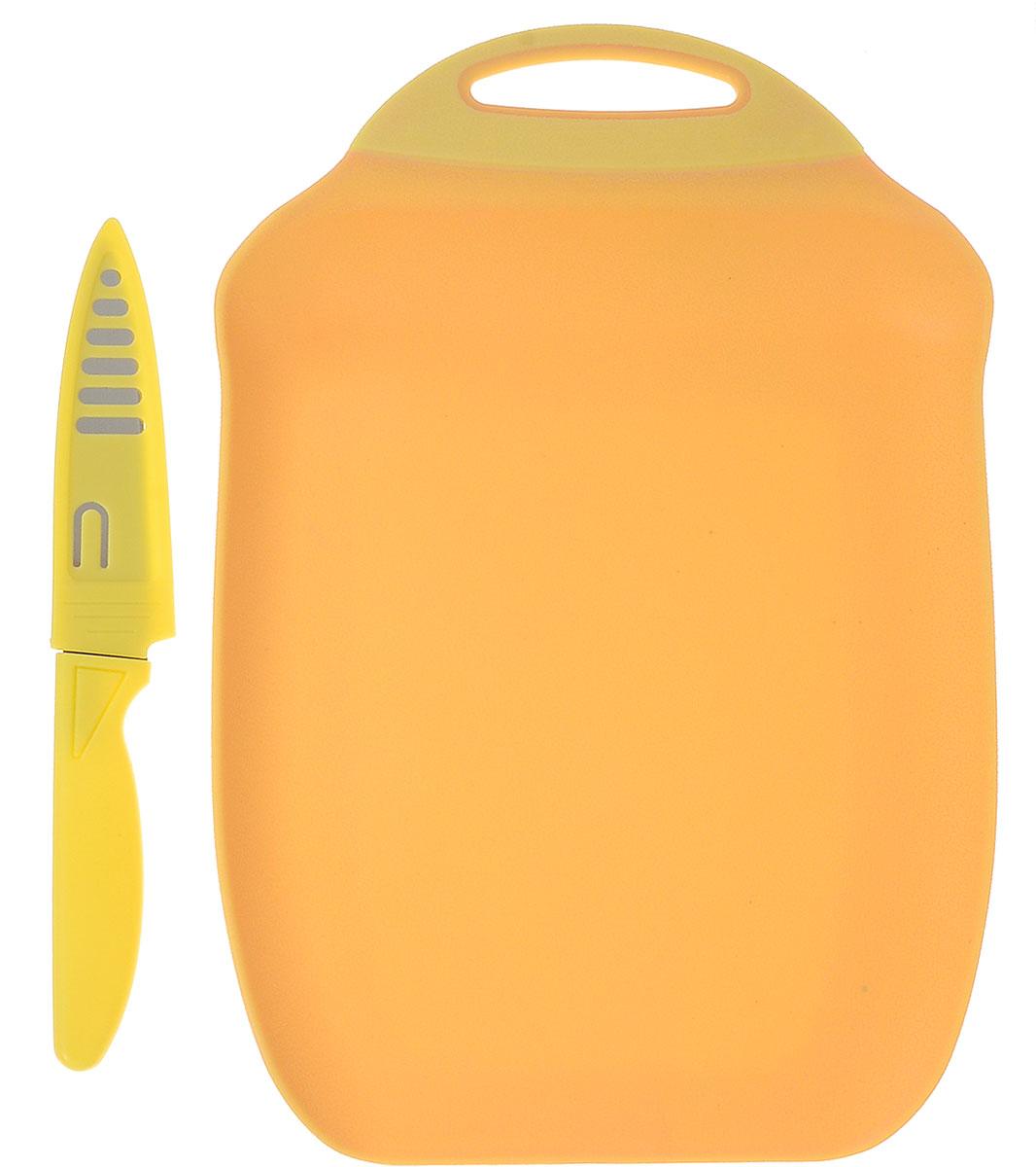 Доска разделочная Menu Ланч, с ножом, цвет: желтый, 27 х 18 смLNC-27_бежевыйРазделочная доска Menu Ланч изготовлена из высококачественного пищевого пластика и предназначена для разделывания рыбы, мяса, нарезки овощей, фруктов, колбас, сыра и хлеба. Поверхность доски не тупит лезвия ножей и не впитывает запахи продуктов. В конструкции доски предусмотрены специальные небольшие бортики, которые предотвратят случайное ссыпание продуктов. Для удобства хранения доска имеет отверстие для подвешивания. В комплекте имеется нож из нержавеющей стали с защитным чехлом. Эргономичная пластиковая рукоятка не позволяет ножу выскальзывать из рук. Любая хозяйка оценит функциональность данного набора. Мыть только вручную. Размер разделочной доски: 27 х 18 см. Длина ножа: 19 см. Длина лезвия ножа: 10 см.
