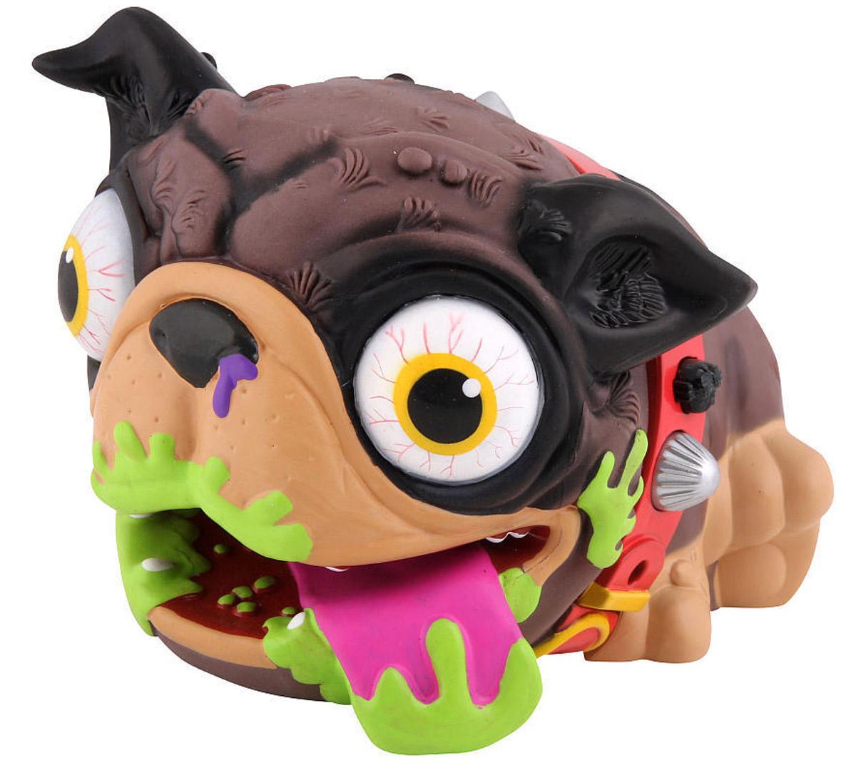 The Ugglys Электронная игрушка Мопс цвет ошейника красный19400_красный ошейникИнтерактивная игрушка The Ugglys Мопс - ваш невоспитанный лучший друг! Совершенно неординарная и оригинальная игрушка никого не оставит равнодушным. Надо признать, что этот в какой-то мере аморальный щенок не каждому придется по вкусу. Но при этом он на 100% рассмешит любого, даже самого угрюмого человека, своими выходками! Этот неряшливый песик представляет из себя игрушку-перчатку. Он может рыгать и никогда не держит в себе газы (издает подобие звука), а специальный регулятор на ошейнике изменяет тональность издаваемых мопсом звуков. Широко откройте рот собаке и она издаст громкую отрыжку, длительность которой зависит от того, когда песик закроет рот. Если же игрушке закрыть рот - звук выпускаемых газов не заставит вас долго ждать! И это еще малая часть неожиданных приколов, которые вам может подарить этот мопс. Всего он издает около 30 различных смешных звуков! Яркий и необычный дизайн The Ugglys - это само воплощение неряшливости и неопрятности! Высунутый язык,...