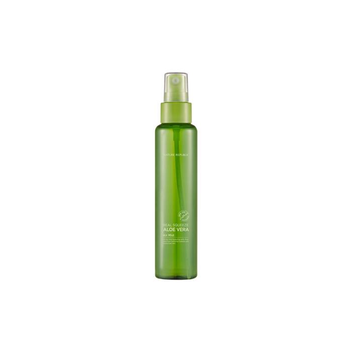 Nature Republic Мист для лица Real Squeeze Aloe Vera Air Mist, 95 мл433360Спрей на основе алое вера успокаивает раздраженную кожу, способствует увлажнению, восстанавливает гладкость и шелковистость кожи. Обладает бактерицидными и бактериостатическими свойствами, стимулирует кровообращение, увлажняет кожу и помогает ей сохранять влагу, снимает воспаление. Оказывает регенерирующее действие, в несколько раз повышая эластичность кожи, благодаря содержанию в нем особого вещества – лигнина.