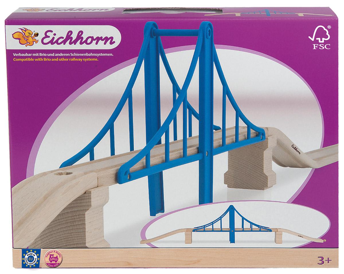 Eichhorn Аксессуар для железной дороги Висячий мост100001509Отличным дополнением для любого железнодорожного набора Eichhorn будет висячий мост. Благодаря ему, можно проложить деревянные рельсы на двух уровнях, что значительно разнообразит игру. Используя дополнительную деталь - мост и проявив фантазию, ребенок сможет создавать новые и новые маршруты. Высота моста позволяет поездам проезжать под ним. Детали легко соединяются между собой и с основным полотном. Мост состоит из 5 деталей, которые выполнены из натурального дерева и безопасного пластика. Этот аксессуар подходит ко всем железнодорожным наборам Eichhorn, а также Brio.