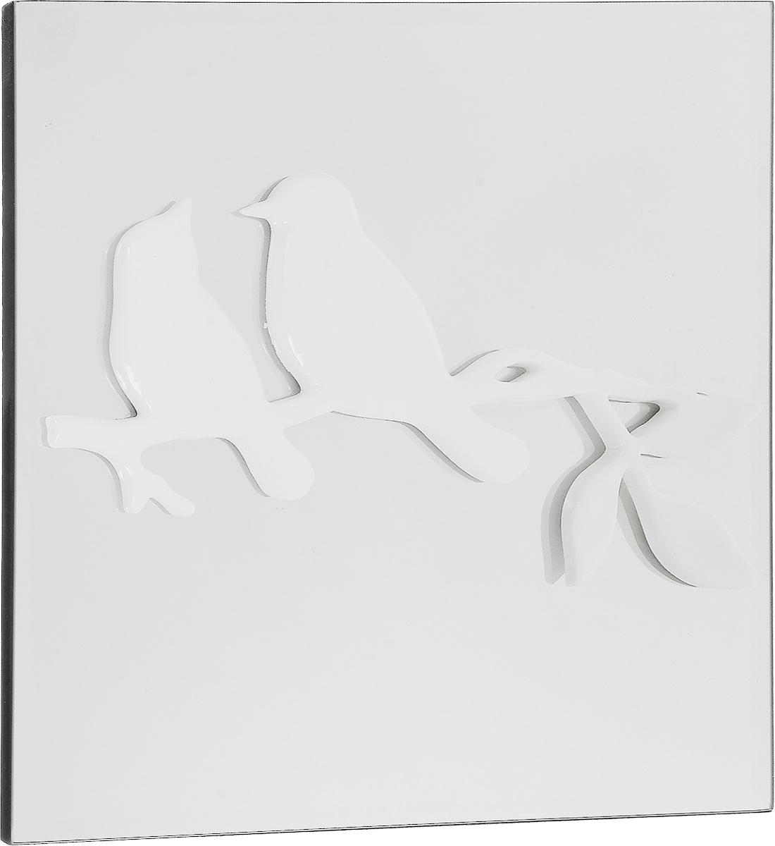 Украшение декоративное Феникс-Презент Птицы, настенное, 30 x 30 x 3 см44068Настенное украшение Феникс-Презент Птицы изготовлено из основы МДФ и зеркального стекла, декоративный элемент выполнен из полирезина в виде двух птичек, сидящих на ветке. Для удобства размещения изделие оснащено металлической петелькой для подвешивания. Такое украшение не только подчеркнет ваш изысканный вкус, но и прекрасным подарком, который обязательно порадует получателя.