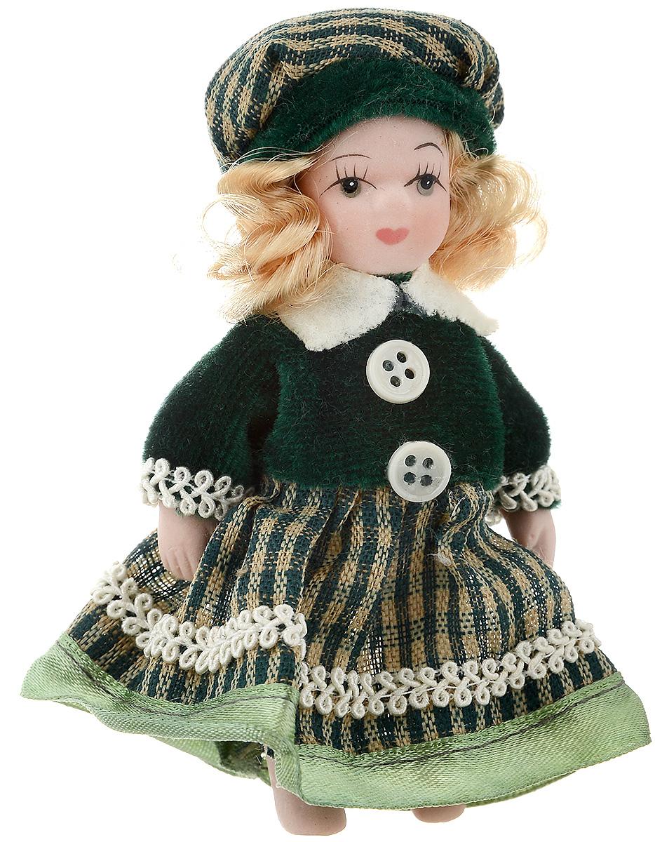 Фигурка декоративная Lovemark Кукла, цвет: зеленый, высота 10 см24719_блондинка, наряд зеленыйДекоративная фигурка Lovemark Кукла изготовлена из керамики в виде куклы с кудрявыми светло-русыми волосами, большими глазами и ресницами. Куколка одета в длинное платье, декорированное тесьмой, и берет. Вы можете поставить фигурку в любое место, где она будет красиво смотреться и радовать глаз. Кроме того, она станет отличным сувениром для друзей и близких. А прикрепив к ней петельку, такую куколку можно подвесить на елку. Размер: 10 х 3,5 см.