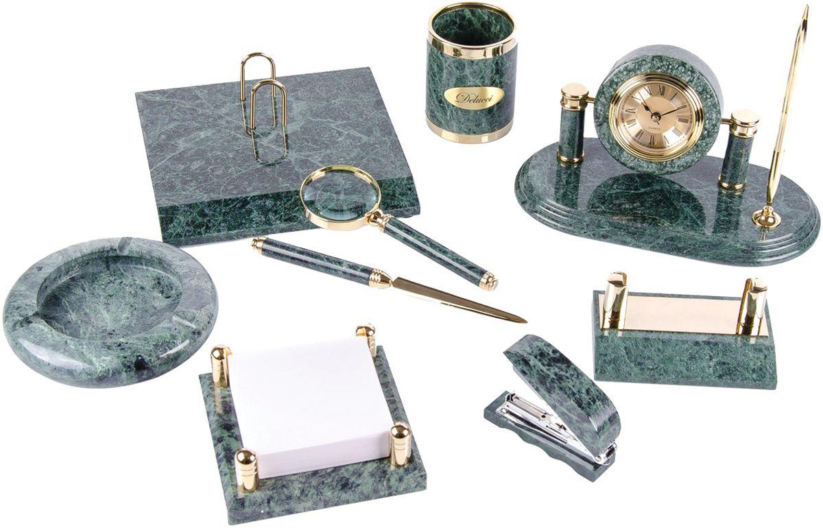 Delucci Канцелярский набор 9 предметов цвет зеленый мраморMBm_00004В набор входят: стакан для карандашей и ручек, лупа, подставка для перекидного календаря, нож для писем, подставка для бумажного блока, степлер, подставка для визитных карточек, пепельница, подставка под шариковую ручку с часами. Батарейка для часов входит в комплект, цвет чернил шариковой ручки - синий