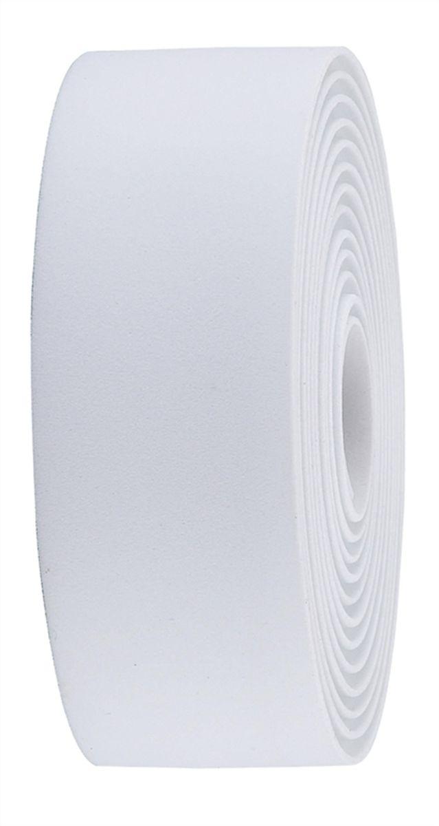 Обмотка руля BBB Race Ribbon, цвет: белыйBHT-01Синтетическая обмотка BBB Race Ribbon высочайшего качества дает вам крепкий хват и отлично поглощает вибрации. Без слабых мест, в которых обмотка могла бы порваться при интенсивной эксплуатации. Рулон содержит достаточно ленты для того, чтобы обмотать руль любого размера. Финишная обмотка и заглушки руля в комплекте.