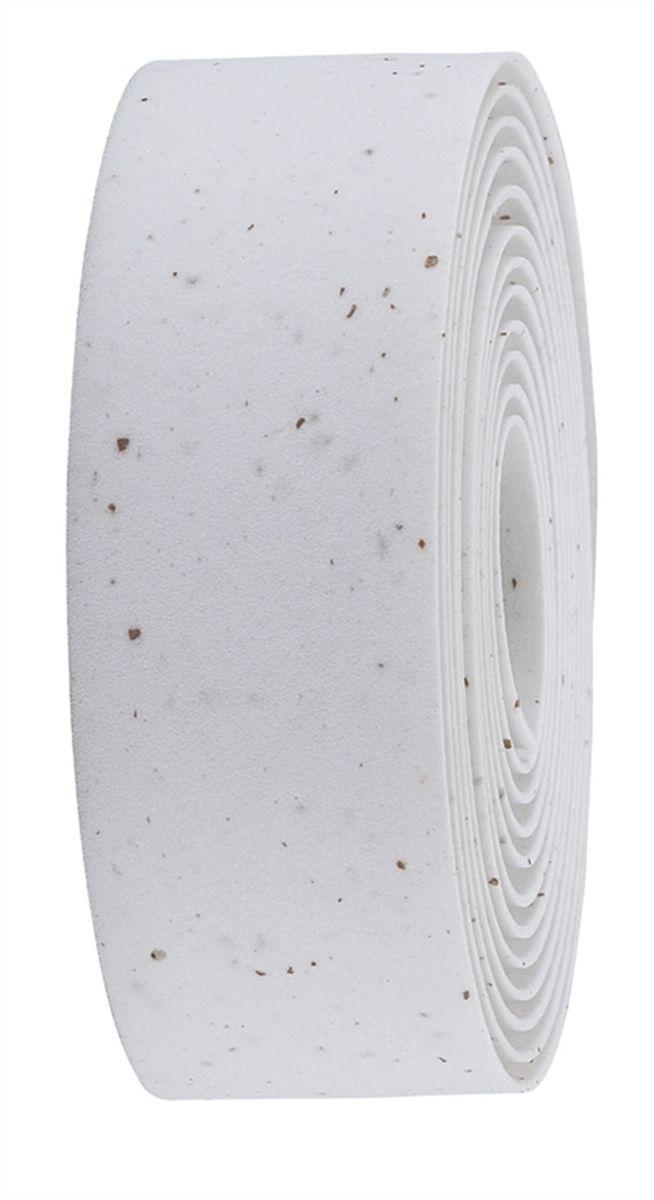 Обмотка руля BBB Race Ribbon, цвет: белый, коричневыйBHT-01Синтетическая обмотка BBB Race Ribbon высочайшего качества дает вам крепкий хват и отлично поглощает вибрации. Без слабых мест, в которых обмотка могла бы порваться при интенсивной эксплуатации. Рулон содержит достаточно ленты для того, чтобы обмотать руль любого размера. Финишная обмотка и заглушки руля в комплекте.