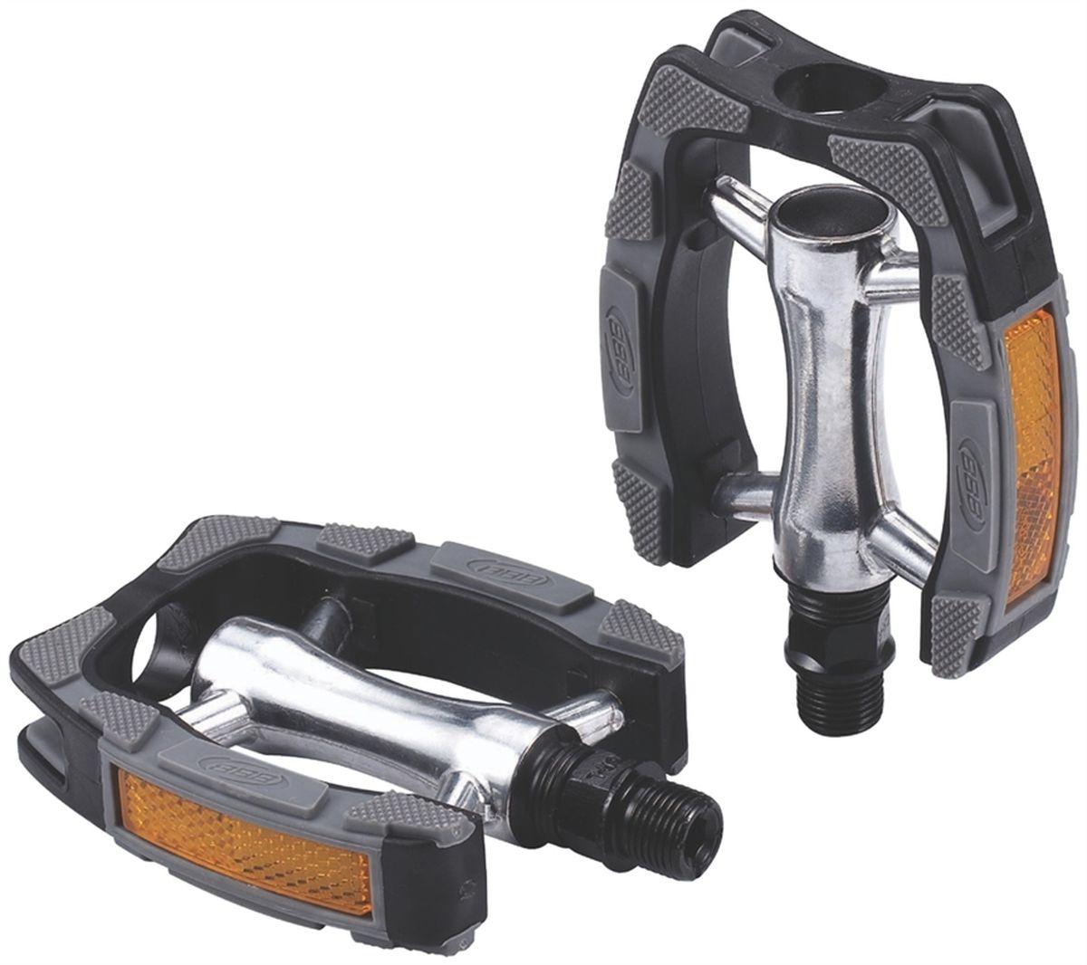Педали BBB Trekking ComfortRider, цвет: черный, 2 штBPD-29Высокопрочные цельные педали с корпусом из алюминия. Рамка из композитного материала. Встроенные светоотражатели для безопасности. Прочная ось CrMO. Противоскользящее резиновое покрытие сверху и снизу.