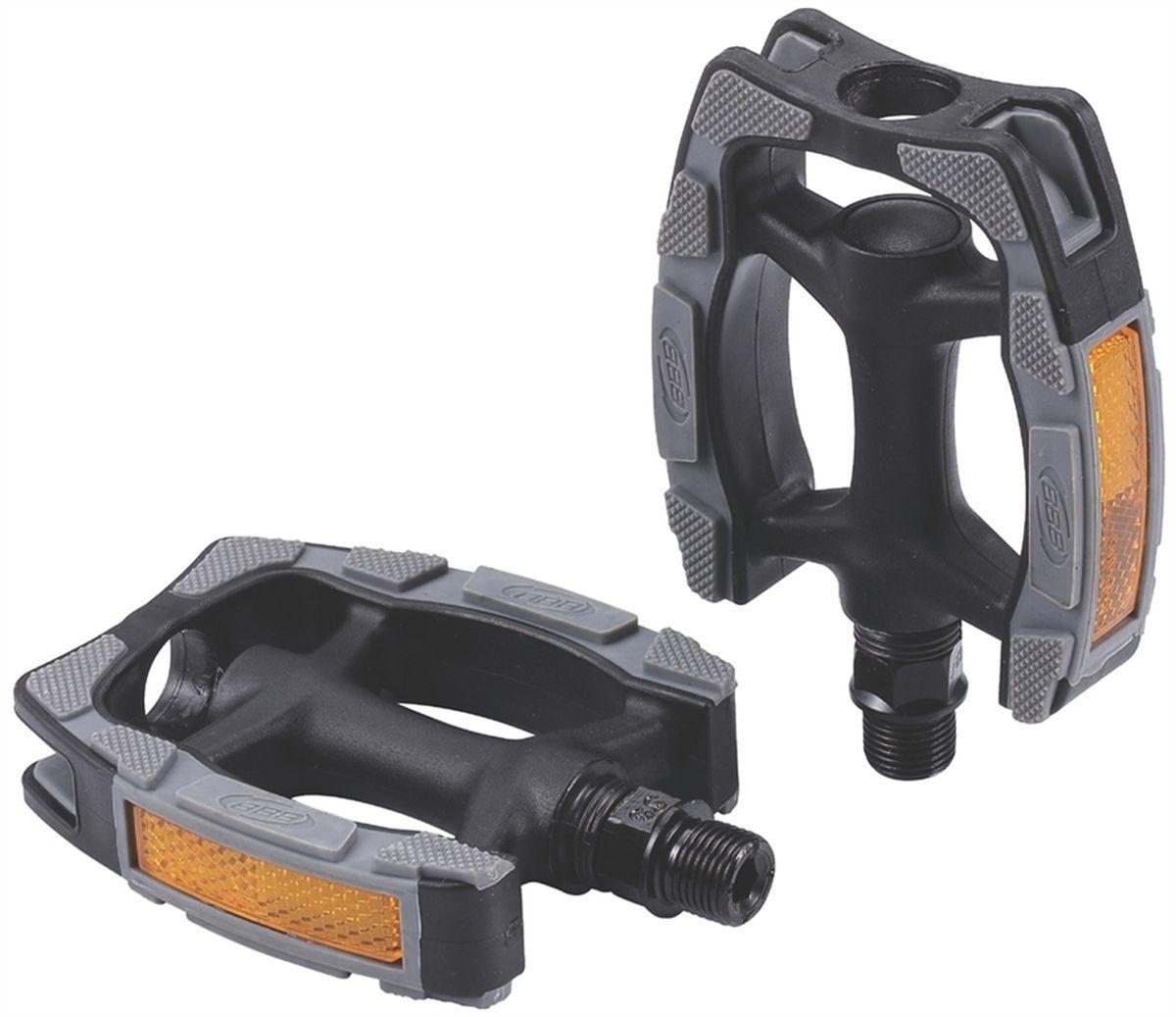 Педали BBB Trekking EasyTrek II, 2 штBPD-41Высокопрочные одноэлементные педали из композитного материала с нескользящим резиновым покрытием. Встроенные светоотражатели для лучшей видимости в темноте. Прочная ось из бористой стали.