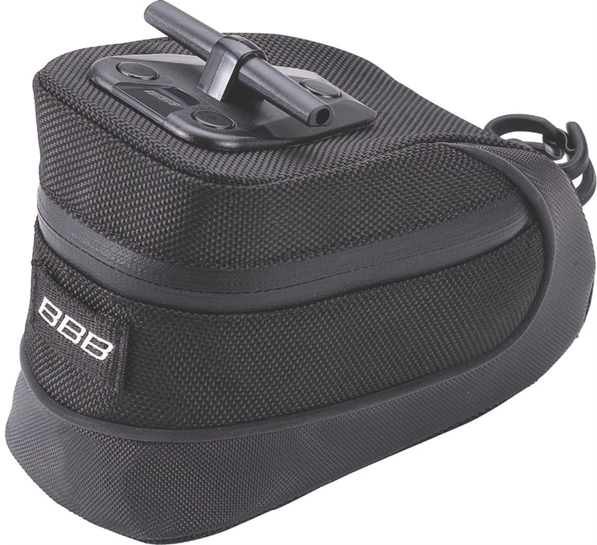 Велосумка под седло BBB StorePack, цвет: черный. Размер MBSB-12MСамая технологичная подседельная сумка в линейке - применяются лучшие материалы и новейшие технологии. Синяя подкладка для лучшей видимости содержимого. Эластичный ремешок и карман для простоты организации содержимого вашей сумочки. Водонепроницаемая молния с фиксатором для дополнительной безопасности и абсолютно бесшумная при езде. Крепление для заднего габарита-LED фонарика. Черная светоотражающая полоска для лучшей видимости. Т-образная система крепления для быстрой установки и снятия. Резиновый ремешок крепления к подседельному штырю для надёжной фиксации сумочки и во избежание повреждений лайкровых шорт и подседельного штыря. Размеры: M (640см3)