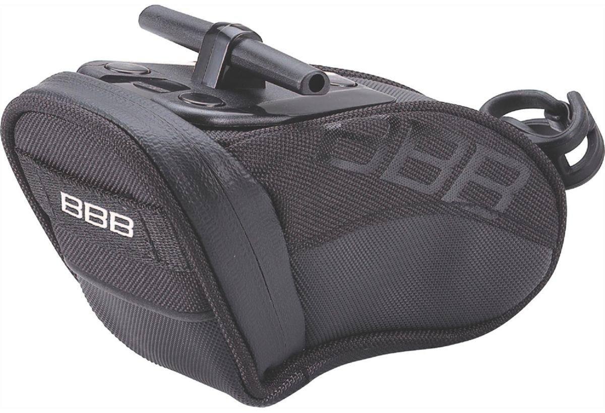 Велосумка под седло BBB CurvePack, цвет: черный. Размер SBSB-13SВысокотехнологичная подседельная сумка особой формы для оптимального и наиболее естественного расположения под седлом. Синяя подкладка для лучшей видимости содержимого. Молния с фиксатором для дополнительной безопасности и абсолютно бесшумная при езде. Крепление для заднего габарита-LED фонарика. Черная светоотражающая полоска для лучшей видимости. Т-образная система крепления для быстрой установки и снятия. Резиновый ремешок крепления к подседельному штырю для надёжной фиксации сумочки и во избежание повреждений лайкровых шорт и подседельного штыря. S (360см3)