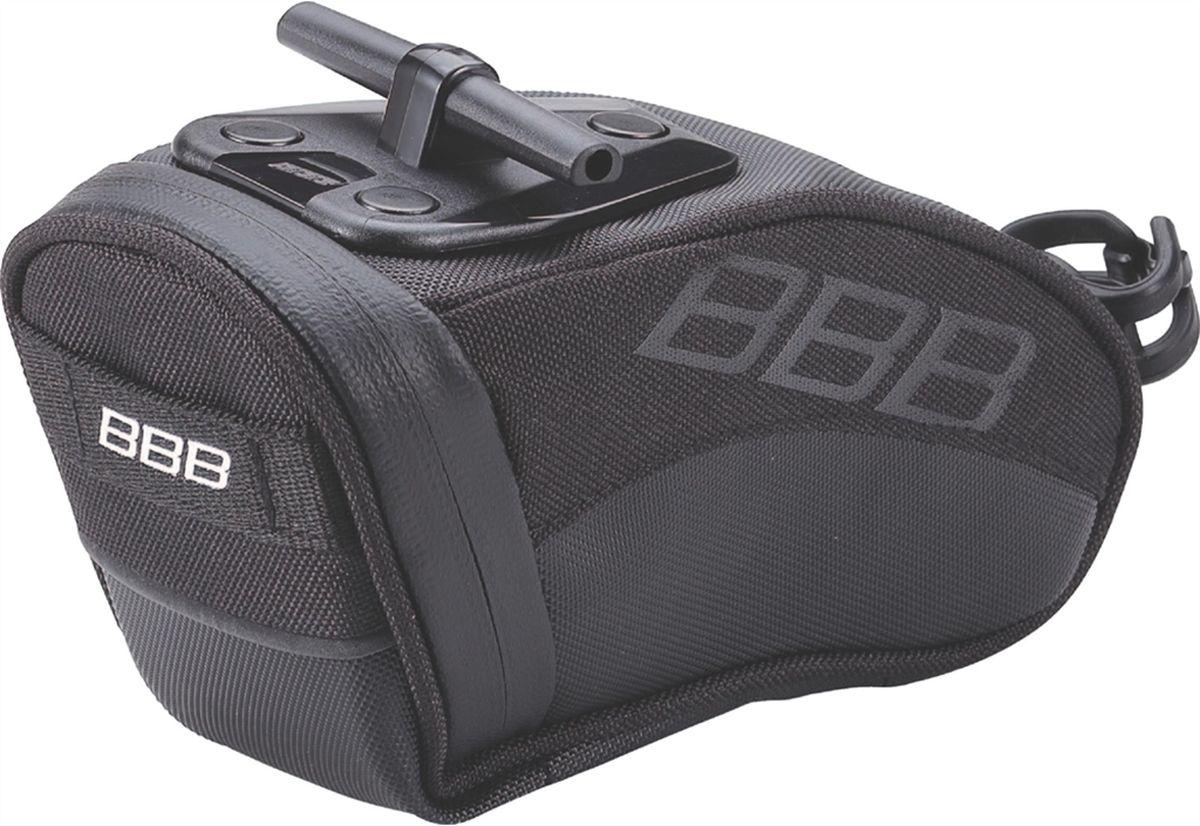 Велосумка под седло BBB CurvePack, цвет: черный. Размер MBSB-13MВысокотехнологичная подседельная сумка особой формы для оптимального и наиболее естественного расположения под седлом. Синяя подкладка для лучшей видимости содержимого. Молния с фиксатором для дополнительной безопасности и абсолютно бесшумная при езде. Крепление для заднего габарита-LED фонарика. Черная светоотражающая полоска для лучшей видимости. Т-образная система крепления для быстрой установки и снятия. Резиновый ремешок крепления к подседельному штырю для надёжной фиксации сумочки и во избежание повреждений лайкровых шорт и подседельного штыря. M (520см3)