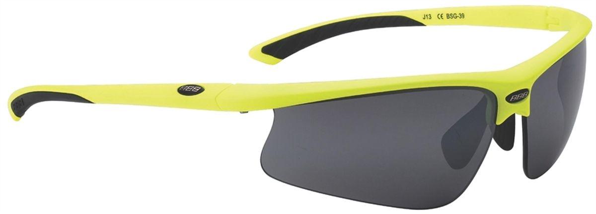 Очки солнцезащитные BBB Winner PC Smoke Flash Mirror Lens Black Tips, цвет: желтыйBSG-39Спортивные очки со сменными поликарбонатными линзами. Форма линз обеспечивает защиту от солнца, пыли и ветра. 100% защита от ультрафиолета. Высокотехнологичная оправа из материала Grilamid с настраиваемой резиновой переносицей. Мягкие кончики дужек для жёсткой посадки и комфорта одновременно. Мешочек для хранения в комплекте. В комплекте сменные линзы: жёлтая и прозрачная.