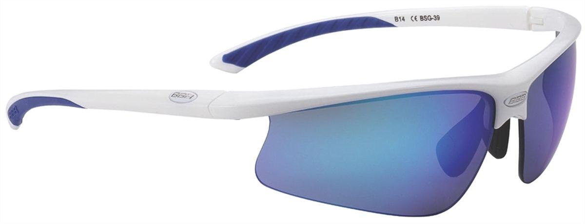Очки солнцезащитные BBB Winner PC Smoke Blue MLClens Blue Tips, цвет: белыйBSG-39Спортивные очки со сменными поликарбонатными линзами. Форма линз обеспечивает защиту от солнца, пыли и ветра. 100% защита от ультрафиолета. Высокотехнологичная оправа из материала Grilamid с настраиваемой резиновой переносицей. Мягкие кончики дужек для жёсткой посадки и комфорта одновременно. Мешочек для хранения в комплекте. В комплекте сменные линзы: жёлтая и прозрачная.
