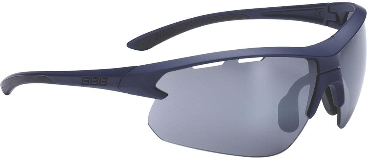 Очки солнцезащитные BBB Impulse Black Rubber Temple Tips PC Smoke Flash Mirror Lenses, цвет: темно-синийBSG-52Спортивные очки со специальной конструкцией, позволяющей менять линзы в один щелчок. Сменные поликарбонатные линзы с продуманной системой вентиляции. Мягкие наконечники дужек для надёжной и комфортной посадки. Форма линз обеспечивает защиту от солнца, пыли и ветра. 100% защита от ультрафиолета. Высокотехнологичная оправа из материала Grilamid с регулируемой переносицей. Мешочек для хранения в комплекте. В комплекте сменные линзы: прозрачные и желтые.