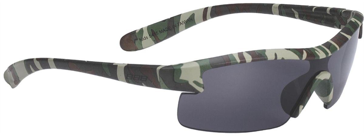 Очки солнцезащитные BBB Kids PC Smoke Lens, цвет: зеленый камуфляжBSG-54Специальные детские очки небольшого размера. Прочная монолитная оправа из поликарбоната. Округлая форма линз обеспечивает защиту от солнца, пыли и ветра. 100% защита от ультрафиолета. Мешочек для хранения в комплекте.