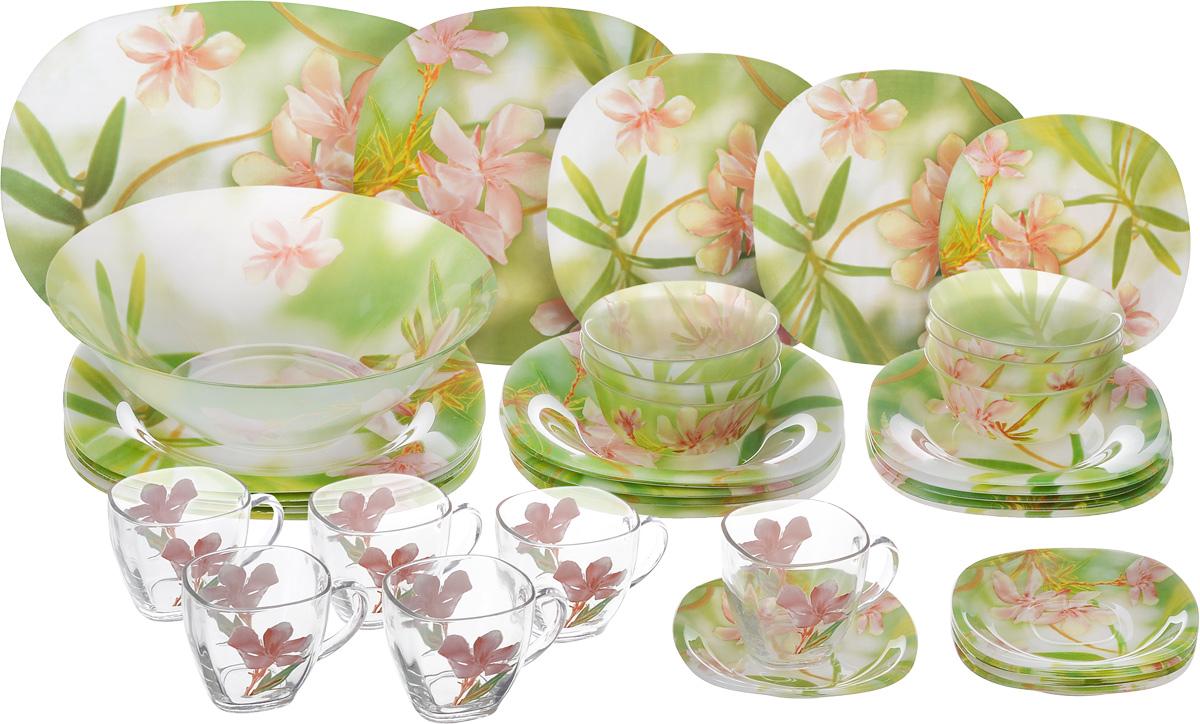 Набор столовой посуды Luminarc Freesia, 38 предметовG6786Набор Luminarc Freesia состоит из 6 суповых тарелок, 6 подставных тарелок, 6 десертных тарелок, большого салатника, 6 малых салатников, 6 чашек, 6 блюдец и блюда. Изделия выполнены из ударопрочного стекла, имеют классический дизайн с изящным цветочным рисунком и красивую квадратную форму с закругленными краями. Посуда отличается прочностью, гигиеничностью и долгим сроком службы, она устойчива к появлению царапин и резким перепадам температур. Такой набор прекрасно подойдет как для повседневного использования, так и для праздников или особенных случаев. Набор столовой посуды Luminarc Freesia - это не только яркий и полезный подарок для родных и близких, это также великолепное дизайнерское решение для вашей кухни или столовой. Изделия можно мыть в посудомоечной машине и использовать в микроволновой печи. Размер суповых тарелок (по верхнему краю): 20,5 см. Высота суповых тарелок: 3 см. Размер подставных тарелок (по верхнему краю):...