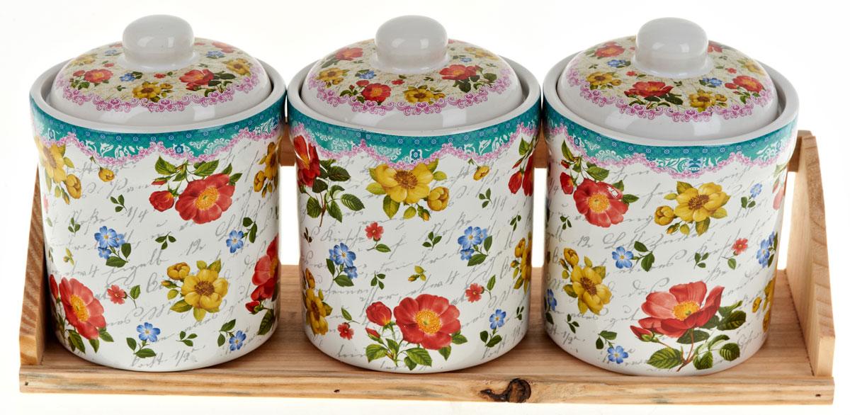 Набор банок для сыпучих продуктов Nouvelle De France Цветочная поэма, 4 предмета0660108Набор состоит из трех банок для сыпучих продуктов и деревянной подставки. Изделия выполнены из прочной доломитовой керамики высокого качества. Гладкая и ровная глазурованная поверхность обеспечивает легкую очистку. Изделия декорированы красочным рисунком. Такие банки прекрасно подойдут для хранения различных сыпучих продуктов: специй, чая, кофе, сахара, круп и многого другого. Крышка плотно прилегает к стенкам емкости. Можно использовать в микроволновой печи, в холодильнике и посудомоечной машине.