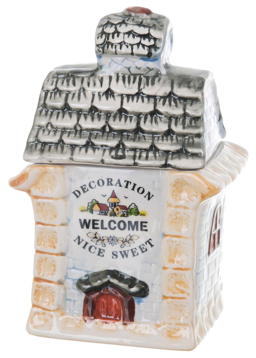 Банка для сыпучих продуктов ENS Group Дом, милый дом, 400 мл0790030Банка для сыпучих продуктов изготовлена из высококачественной керамики. Изделие оформлено красочным изображением в виде домика. Банка прекрасно подойдет для хранения различных сыпучих продуктов: чая, кофе, сахара, соли. Изящная емкость не только поможет хранить разнообразные сыпучие продукты, но и стильно дополнит интерьер кухни. Можно использовать в посудомоечной машине.