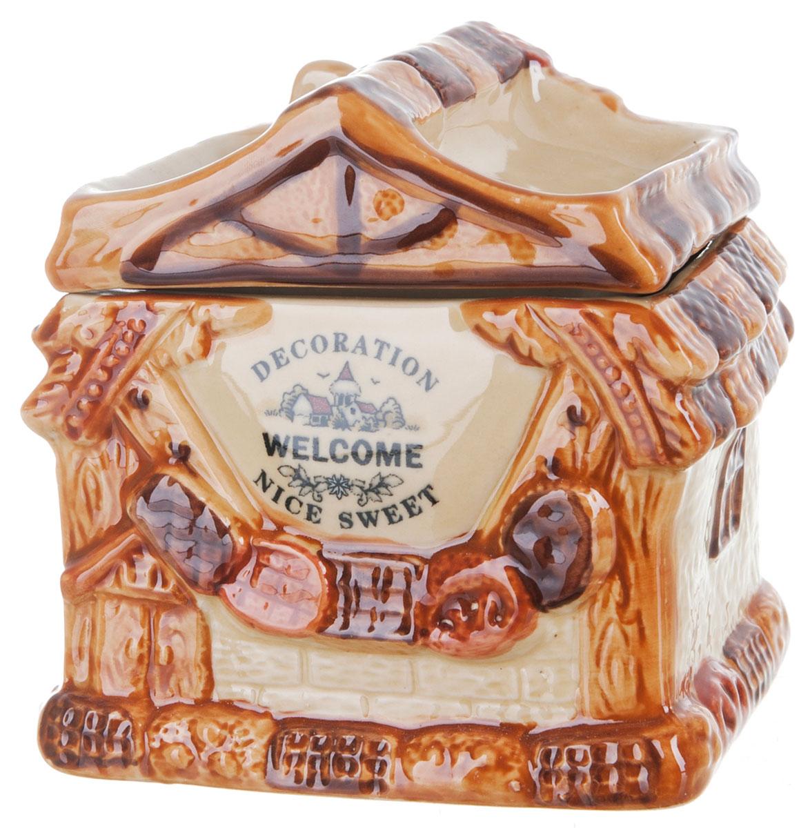 Банка для сыпучих продуктов ENS Group Дом, милый дом, 800 мл0790050Банка для сыпучих продуктов изготовлена из высококачественной керамики. Изделие оформлено красочным изображением в виде домика. Банка прекрасно подойдет для хранения различных сыпучих продуктов: чая, кофе, сахара, соли. Изящная емкость не только поможет хранить разнообразные сыпучие продукты, но и стильно дополнит интерьер кухни. Можно использовать в посудомоечной машине.
